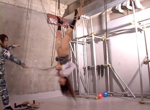 水野ほとり 逆さ吊り 鞭責め 緊縛 拷問SM調教 AVエロ画像10_1