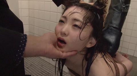 顔を踏まれて犯される姿がエロイ女のAV画像 hiduki08_2