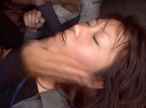 ビンタされる女 ビンタされる表情がエロい女のAV画像 unoiori49