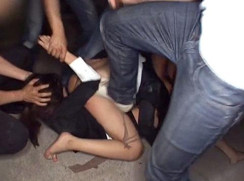踏みつけられて犯される 惨めな女の AV エロ画像 za3_13