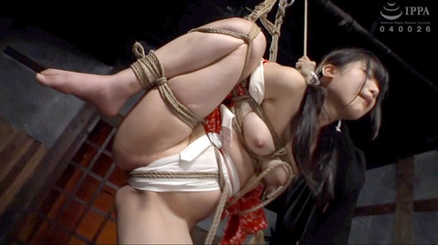 miyazaki04 強制開脚 大股開きにさせられる 女 AVエロビデオ画像