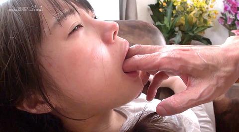 指フェラ画像/指イラマチオさせられる女のAVエロ画像_matumoto17