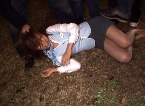 藤木瞳 暗闇で暴行されて集団レイプで強姦されるAV画像 121