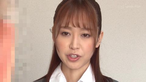 篠田ゆう 土下座して謝るエロビデオ画像 異物人参挿入画像