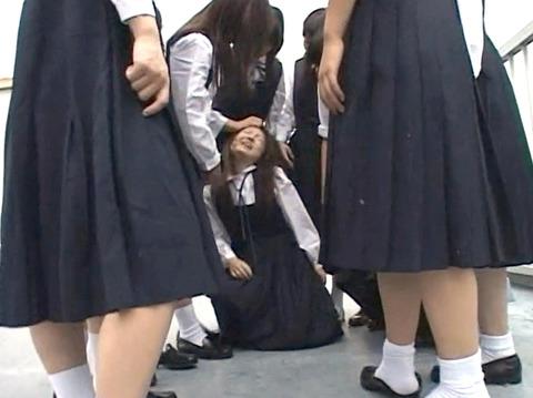 長谷川さやか 残酷な女同士の集団いじめ 集団レズリンチ 画像 08
