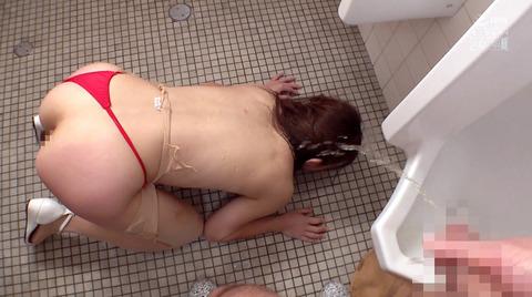 高梨りの トイレで凌辱 裸で便器舐め 女 画像21