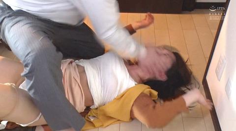 松ゆきの_ビンタ暴行乱暴暴力で踏み付レイプされる女のAVエロ画像193