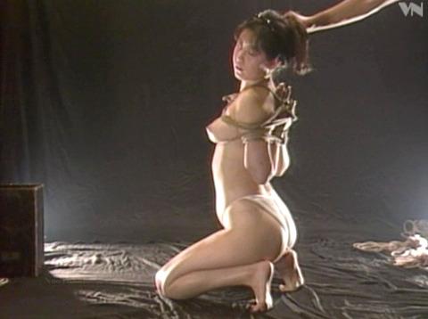 浅野由美 SM調教 拷問緊縛 縄で締め上げられる女の AVエロ画像 06