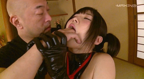 大槻ひびき 足舐め 強制フェラ 惨め奴隷女の画像 ootuki30