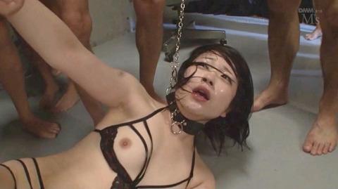 南梨央奈 集団凌辱 踏みつて雑に犯され水責め 女のエロAV画像 28
