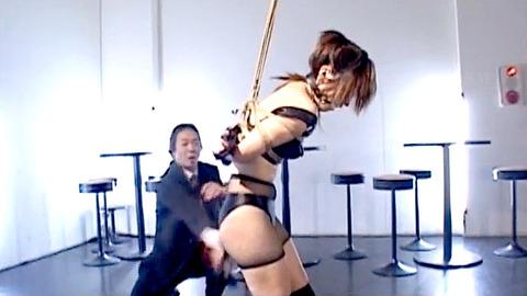 如月凛 鞭打ち 水責め 逆さ吊り SM調教される女の画像 04