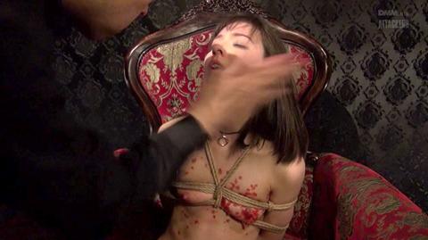 西田カリナ ビンタ 強烈鞭打ち 強制SM調教される女のエロAV画像 50