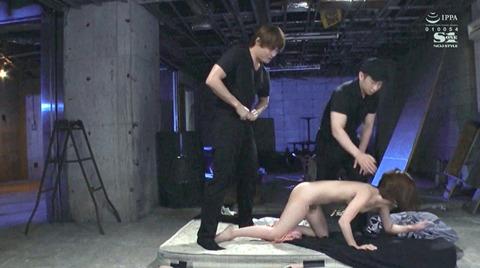 小島みなみ_監禁されて犯される女のAVエロ画像kojimaminami10