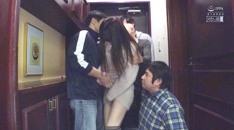 倉木しおり異物挿入されて唾かけ無理矢理犯される女AVエロ画像01