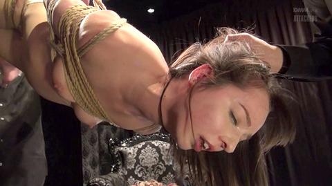 西田カリナ ビンタ 強烈鞭打ち 強制SM調教される女のエロAV画像 40