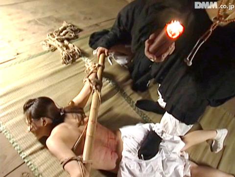 長谷川あゆみ SM調教画像 踏みつけられて犯されて 05