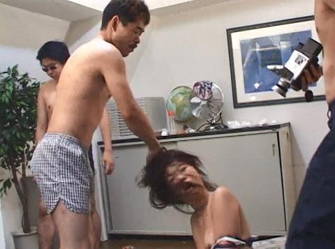 森田愛 強制子宮破壊 暴力と虐待に怯える女のAV 70