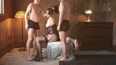 加賀美さら ビンタ イラマチオ 踏みつけ 調教される女のエロ画像 15