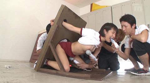 湊莉久 集団強姦 輪姦 苦しい姿勢で拘束フェラチオレイプ画像 83