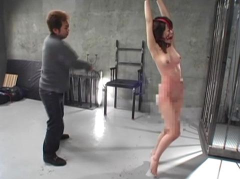 一本鞭でメッタ打ち、三角すのこに座らされる拷問SM調教画像 za5_05