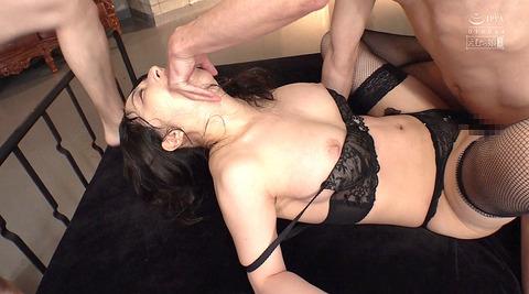 晶エリー喉奥限界調教むごいイラマチオ嘔吐フェラ女のAVエロ画像84