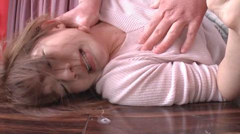 麻里梨夏 水責め調教 強制イラマチオに涙する女のAVエロ画像 102