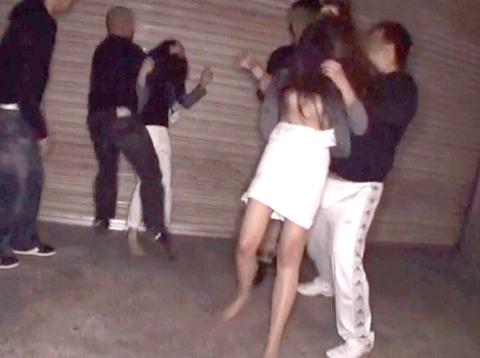 星崎アンリ ビンタ 踏みつけ 残虐 集団強姦される女のAVエロ画像 06