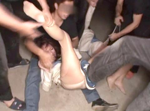 武田沙樹 暴行 リンチ 集団強姦レイプされる女 AVエロビデオ 画像 07