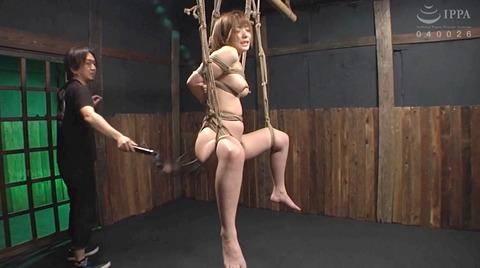 麻里梨夏 強制フェラ ビンタ鞭打ち SM性玩具にされる女の画像 54