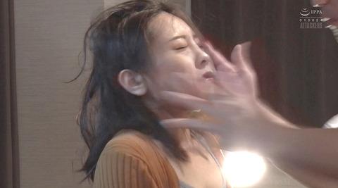 松ゆきの_踏み付けレイプ飲尿強要ビンタ暴行される女AVエロ画像236