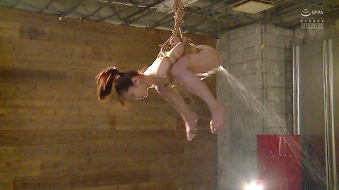 松ゆきの 胸鞭連打 首吊り 拷問 残酷SM調教される女のエロ画像 92