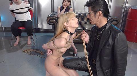 西田カリナ 強烈鞭打ち調教 足舐め 排泄管理される女AVエロ画像 148