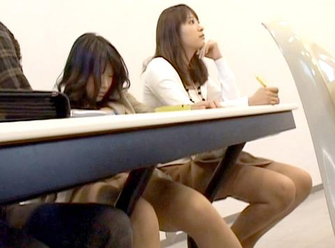 授業中に性的悪戯をされる女の画像 橘ひなた64