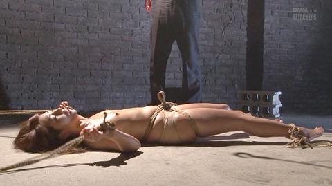 結城みさ 拷問ハードSM 残酷鞭打ち 拷問緊縛 逆さ吊り AVエロ画像 03