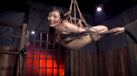 髪の毛を引っ張り上げられ SM拷問 一本鞭画像 神納花40