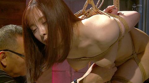 松ゆきの 胸鞭連打 首吊り 拷問 残酷SM調教される女のエロ画像 06