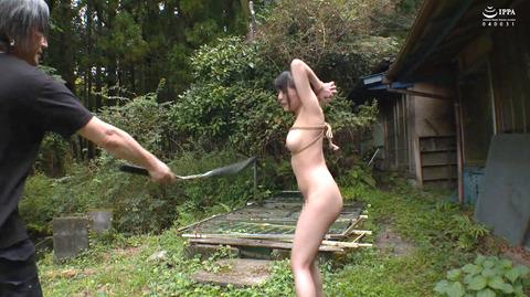 美らかのん 野外露出 野外SM調教 冷水水責めされる女 AVエロ画像 34