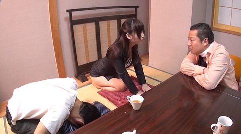 南希海 屈辱 人前で全裸土下座を強要される女の姿がエロイAV画像 04
