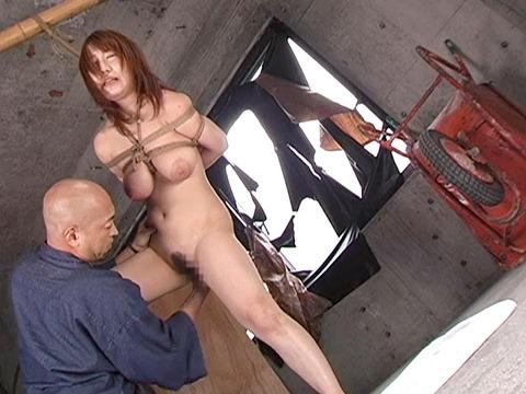 宮崎あい 乳首責め 乳スパンキングで痛めつけられる女の画像 07
