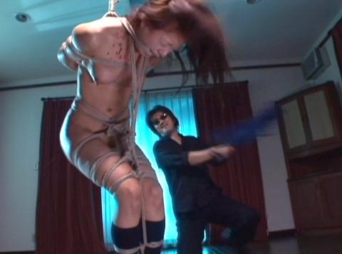 一本鞭とビンタでSM調教される女 星野めぐ画像17