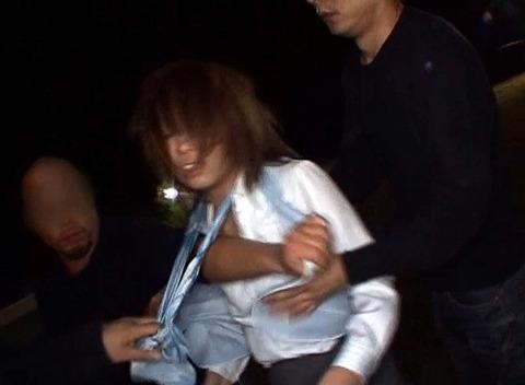 藤木瞳 暗闇で暴行されて集団レイプで強姦されるAV画像 125