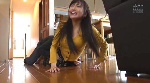 榎本美咲 襲われて逃げ惑う女のエロ画像01