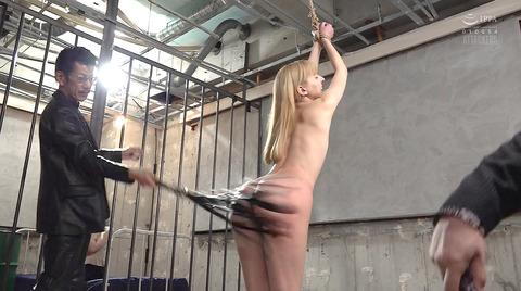 西田カリナ 強烈鞭打ち調教 足舐め 排泄管理される女AVエロ画像 125