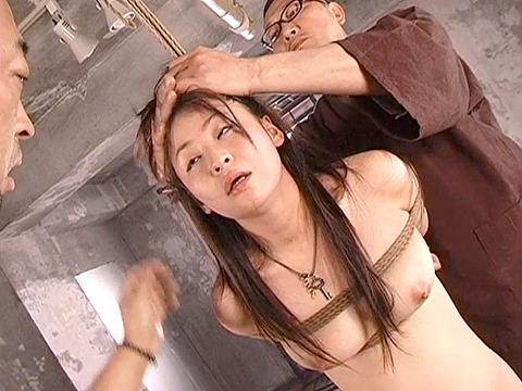真島みゆき イラマ ビンタ 首吊り ズタボロ調教される女の AV画像 23