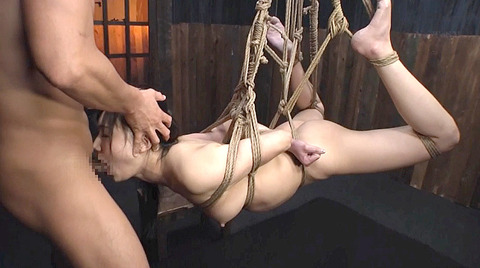 星川麻紀 一本鞭乱打責め 強制飲尿 SM調教される女のAV画像 09