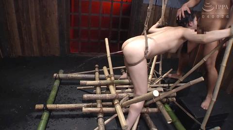宮崎あや 残酷SM調教 一本鞭 吊られて一本鞭 拷問調教される女 37