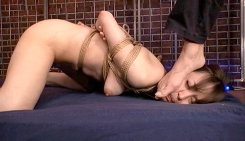 あいかわ優衣 ビンタ 足舐め 逆さ吊りでSM調教 女のエロ画像 47