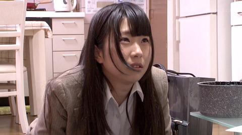 水嶋アリス 土下座して謝り服従する女のエロAV画像