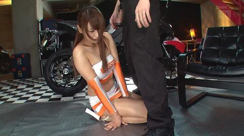 秋山祥子 言いなり 惨め 足舐め 奉仕奴隷にされる女 13