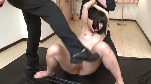 水嶋アリス 屈辱のSM調教 足舐め 鞭打ち 剃毛 AV画像08